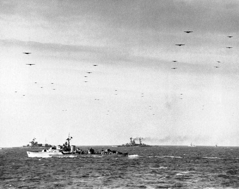 Gliders and tugs pass over Force D
