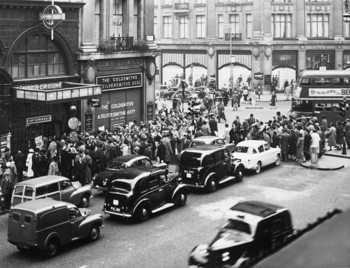 HLG 131/100 Queues at Oxford Circus underground station, 1960s