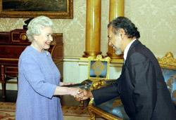 Xanana Gusmao, President of East Timor, meeting the Queen, 14.11.03