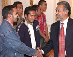 President Xanana Gusmao meets Timorese nationals at a reception in Hillsborough Castle, Northern Ireland, 15 October 2003