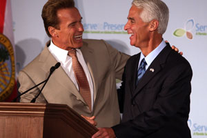 Charlie Crist, governor of Florida and Arnold Schwarzenegger, governor of California, together at the signing. (c) Getty Images
