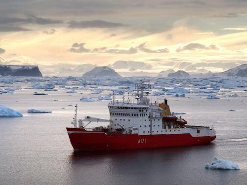 HMS Endurance surveyingin the Erebus and Terror Gulf in North Eastern Antarctic Peninsular