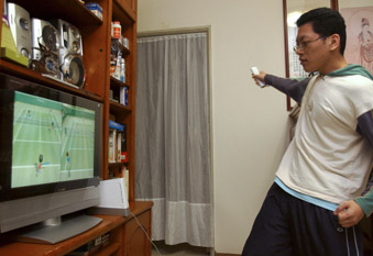 Man playing a game on the Wii consol (Getty Ed)