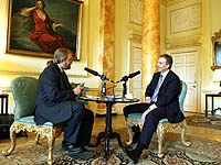 Tony Blair and Bill Bryson enjoy a chat in the Pillared Room of 10 Downing Street
