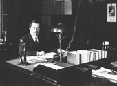 Civil servant sitting at a desk, 1920 (catalogue reference: STAT 20/412)