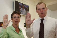 Foreign Office Minister Jeremy Browne shows support for Burmese political prisoners