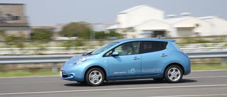 David test-driving Nissan Leaf
