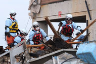 Japan rescue crew (photo: Mike Clarke/AFP/Getty Images)