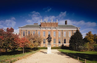 Kensington Palace and the statue of William III