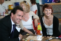 Nick Hurd visits Melbourne Estate mother and toddle; Crown copyright
