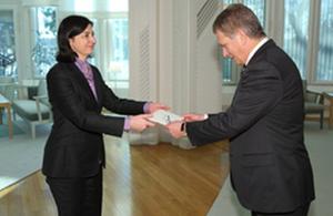 HM Ambassador Sarah Price presenting her credentials to the Finnish President Sauli Niinistö