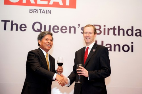 Ambassador Stokes and Vietnamese Minister of Natural Resources and Environment Nguyen Minh Quang toasted at the Queen's Birthday Party in Hanoi on 25 June 2013.
