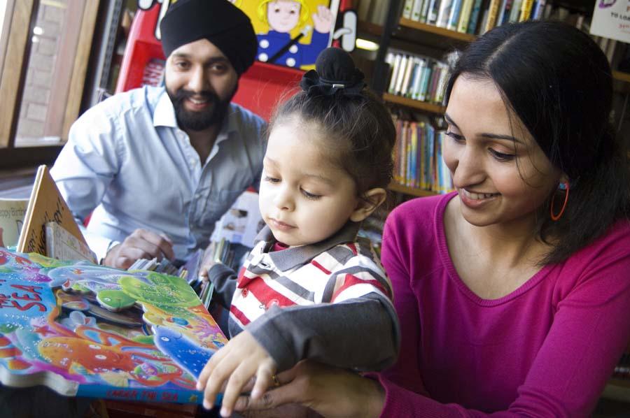 family-reading-24609-900
